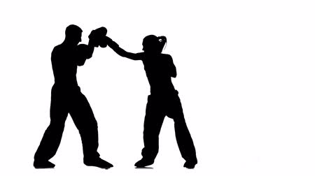 интенсивность : Bout the guy and the girl on the boxing paws . Silhouette. White background
