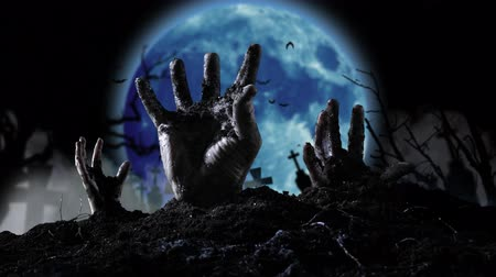 luar : Blue moon shines lightning flashes and slowly a few human hand emerges from the earth. Vídeos