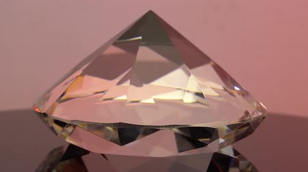 faceta : Side view of a sparkling pink diamond with round embossed