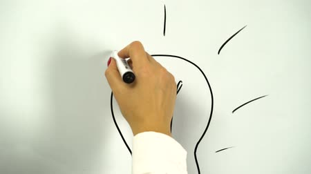 beyin : Drawing of a light bulb as a symbol of an idea drawn on a board