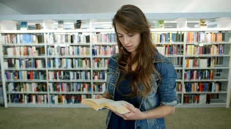 související : A young woman is reading a book