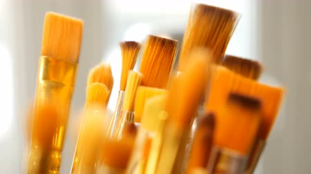 произведение искусства : Artist paintbrushes. Set of different artist paint brushes in old crock close-up. Art studio concept. Selective focus footage with shallow DOF. 4K UHD video footage.
