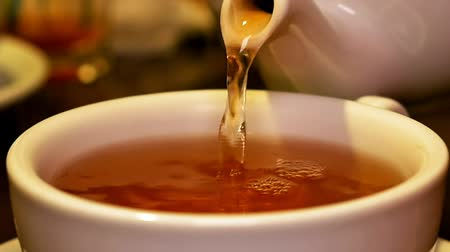 глыба : Pouring black tea into cup from teapot and stir. Tea time lunch snack breakfast dinner and supper relax concept.
