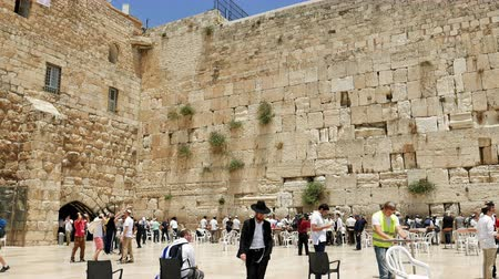 jerozolima : Jerusalem, Israel - May 25, 2017: Western Wall also known as Wailing Wall or Kotel in Jerusalem. The Western Wall is the most sacred place for all christians jews and jewish people in the world.