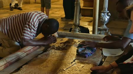 dolorosa : Jerusalem, Israel - May 25, 2017: Prayers at the Stone of Anointing in the Holy Sepulcher Church in Jerusalem. The Church and Empty Tomb the most sacred places for all Christians people in the world. Stock Footage