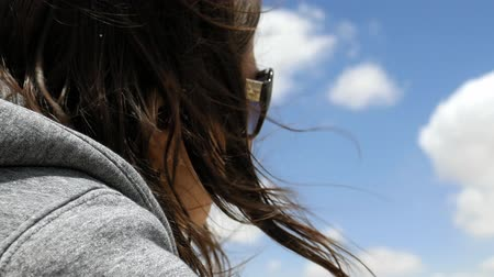 ventoso : Longhair woman enjoys the Jerusalem cityscape outdoors in windy weather. Her hair is waving and flying in the wind. Stock Footage