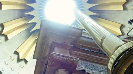 dolorosa : Dome over Jesus Christ empty tomb and rotunda in Jerusalem in the Holy Sepulcher Church. The Holy Sepulcher Church and Empty Tomb the most sacred places for all religious Christians Stock Footage