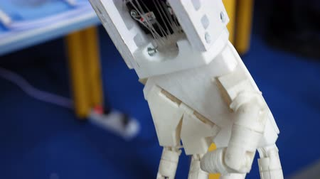 articulação : Robotic human arm prosthesis with computer controlled movement and motorized joint articulation Vídeos