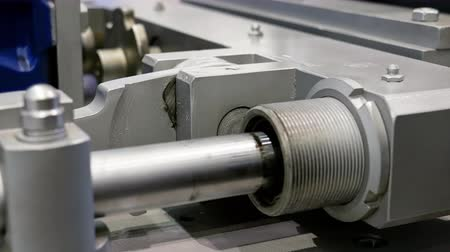 manivela : Crank drive gear of industrial factory machine. Automated robotic production machinery.