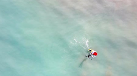 sucção : Sporty man paddling on a SUP board. Overhead view