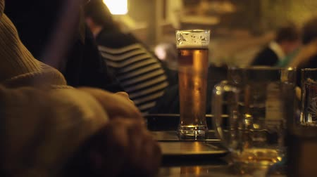 в чате : people sit in the evening in the pub and drinking beer. Стоковые видеозаписи