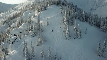 alaszka : Aerial from drone man skier ski touring in the snowy mountains uphill in a line