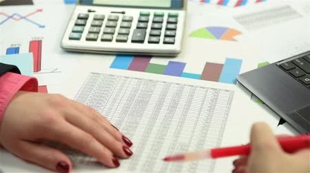 бухгалтер : Accountant Examines The Annual Report, Close Up