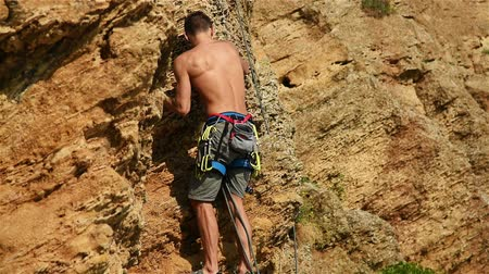 kayaçlar : Extreme Climber Climbing On A Rock