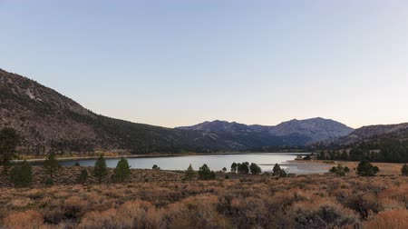 juni : 4K timelapse van June Lake, Californië