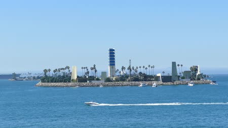 populair : Beautiful Island White gezien vanaf Belmont Pier, Long Beach, Californië, Verenigde Staten Stockvideo