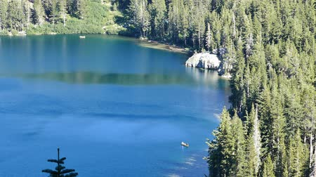mammoet : 4K video van luchtfoto van Lake George en Lake Marry in Mammoth Lakes