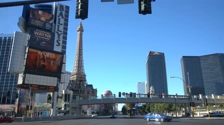 toalha : Las Vegas, APR 30: 4K Video of driving at the Strip on APR 30, 2017 at Las Vegas, Nevada