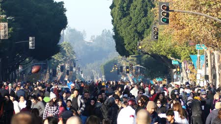 парад : Pasadena,  JAN 1: Many people waiting for the famous Tournament of the famous Rose Parade - Americas New Year Celebration on JAN 1, 2017 at Pasadena, California, United States