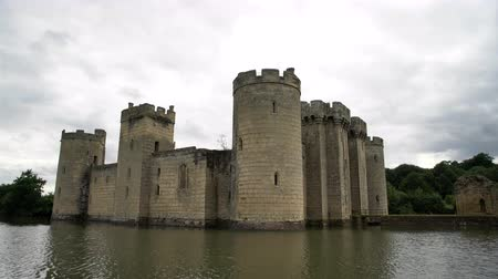 século : The historical Bodiam Castle at West Sussex, United Kingdom Vídeos
