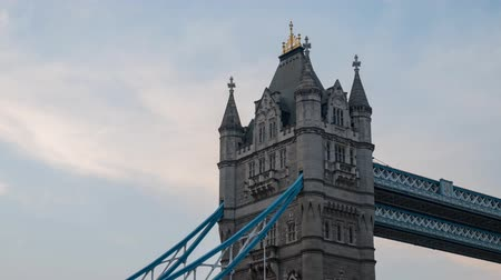 londýn : Motion sunset to night timelapse of the historical and beautiful Tower Bridge at London, United Kingdom