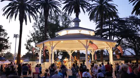 evenementen : Temple City, 20 juni: Muziekvoorstelling in het park op 20 juni 2018 in Temple City, Los Angeles County, Californië