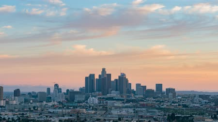 определение : Sunset to night motion timelapse of the beautiful Los Angeles skyline, California