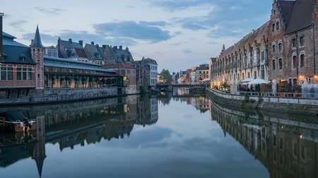 капитал : Timelapse video of the beautiful cityscape and Leie river from afternoon to sunset at Ghent, Belgium Стоковые видеозаписи