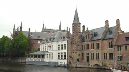 Бельгия : Brugge, APR 28: Beautiful street and river view of the city on APR 28, 2018 at Brugge, Beligum Стоковые видеозаписи