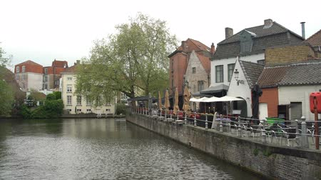 bruxelas : Beautiful street and river view of the city on APR 28, 2018 at Brugge, Beligum