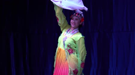 tancerze : Los Angeles, NOV 21: Chinese Acrobats & Dancers of Moonlight Forest Festival on NOV 21, 2018 at Los Angeles