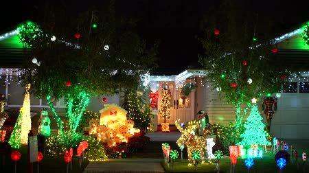 decoración vivienda : Brea, 4 de DEC: Hermosa decoración navideña el 4 de DEC de 2018 en Brea Neighborhood, Los Angels County, California