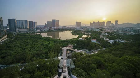 inclinado : Sunet aerial timelapse from sunset to night of the Venetian Macao with the inclined lift from the Grande Hill Stock Footage