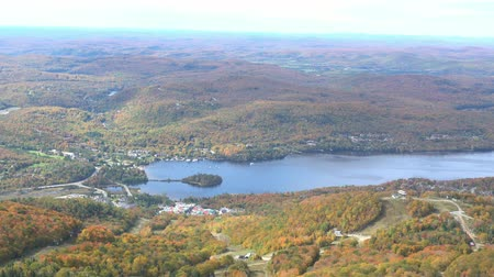 hostující : Aerial view of Mont-Tremblant National Park with Lake Tremblant in fall color at Quebec, Canada Dostupné videozáznamy