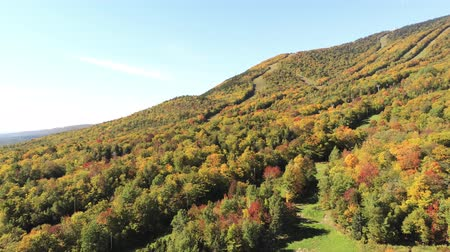 посещающий : Aerial view of the beautiful fall color of Mont Orford at Quebec, Canada