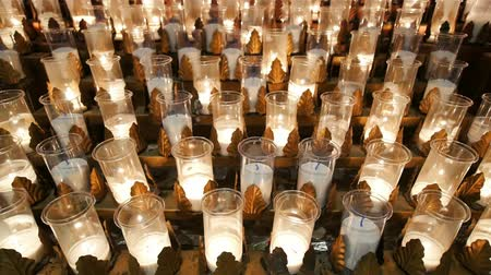 アン : Close up shot of some candles of the Basilica of Sainte-Anne-de-Beaupre church at Quebec, Canada