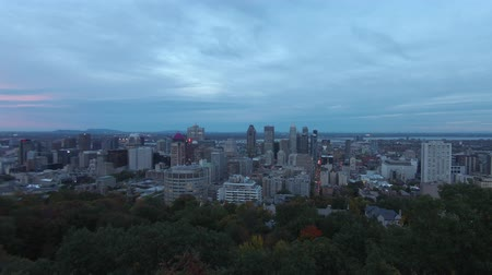 сжигать : Aerial afternoon to night timelapse of Montreal downtown cityscape from Royal Mountain at Quebec, Canada Стоковые видеозаписи