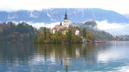 pielgrzymka : Beautiful autumn landscape around Lake Bled with Pilgrimage Church of the Assumption of Maria at Slovenia