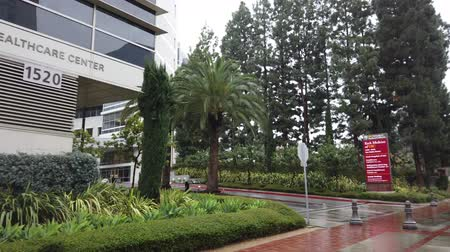 esquerda : Los Angels, FEB 7: Building of LAC USC Medical Center in a raining day on FEB 7, 2019 at Los Angeles, California