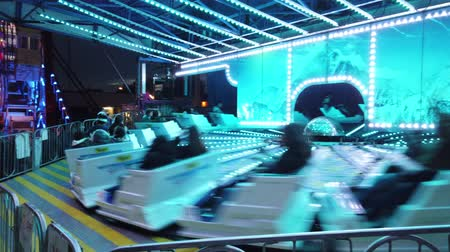 верный : Los Angeles, FEB 23: Night fun roller coaster activity in the Camellia Festival on FEB 23, 2019 at Los Angeles, California Стоковые видеозаписи
