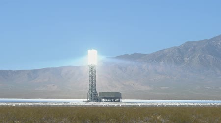 alpes : The solar tower of the Ivanpah Solar Electric Generating System at California