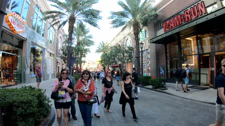 visitantes : Las Vegas, OCT 12: Walking in the famous strip area on OCT 12, 2018 at Las Vegas, Nevada Stock Footage