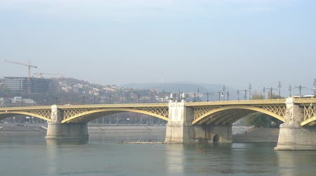 budapeste : Morning view of Margaret Bridge and River Danube at Budapest, Hungary