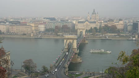 budapeste : Afternoon aerial view of the famous Széchenyi Chain Bridge at Budapest, Hungary Vídeos