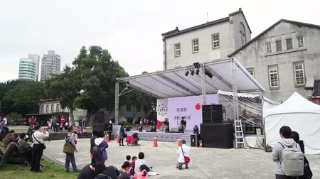 meio dia : Taipei, DEC 17: Exterior of the Huashan 1914 Creative Park area with Japanese culture event ongoing on DEC 17, 2018 at Xinyi District, Taipei, Taiwan