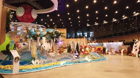 экспозиция : Taichung, DEC 22: Interior view of the Blossom Pavilion of Taichung World Flora Exposition on DEC 22, 2018 at Taichung, Taiwan Стоковые видеозаписи