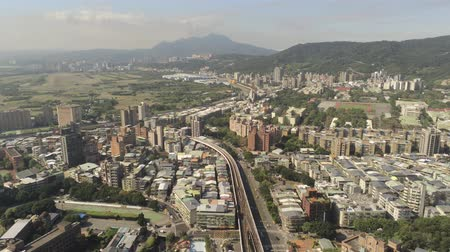 típico : Aerial view of the metro line and cityscape of Xinbeitou area at Taipei, Taiwan