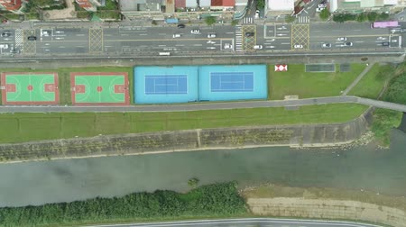 típico : Aerial view of the Tennis Court, Basketball Field, cityscape near Muzha station at Taipei Stock Footage