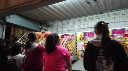 basketbal : Yuanli, 27 december: Schietmachine in de avondmarkt van Yuanli Township op 27 december 2018 in Yuanli, Taiwan