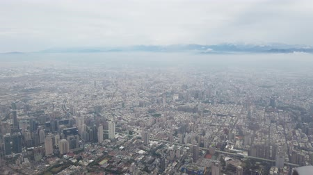 típico : Aerial view of the Taichung city cityscape form a window seat at Taiwan